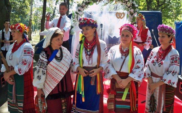 Читай полностью. Украина. . Украинская национальная женская одежда