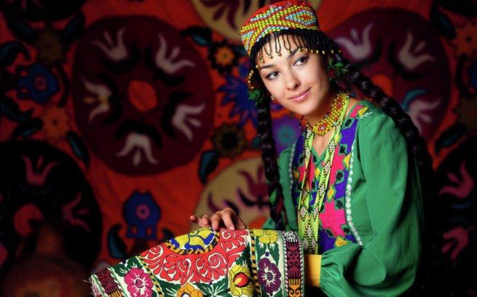 Контроль над стилем женской одежды планируют усилить в Таджикистане