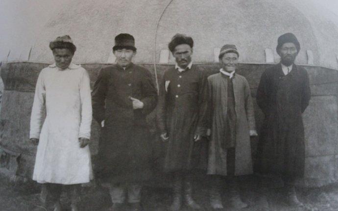 """Мужская национальная одежда · Публикации · Портал """"История Казахстана"""""""