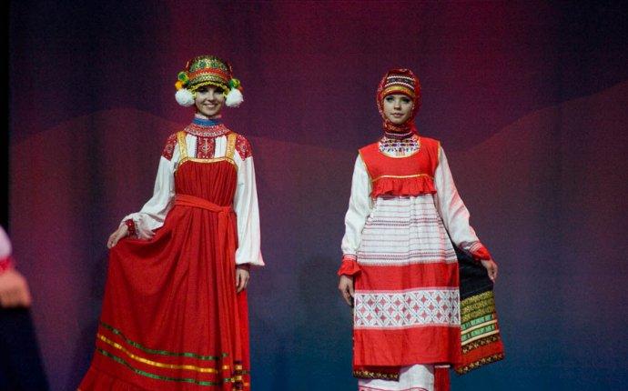 Русский костюм на фестивале Подиум ЭТНО. Содружество