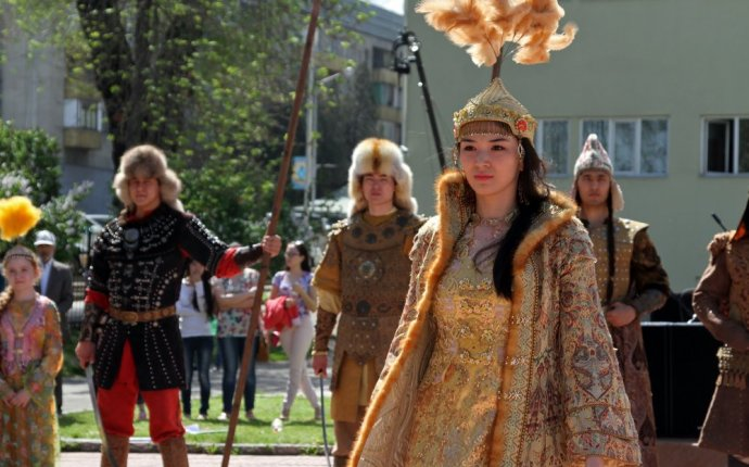 Шапан и саукеле. День казахской национальной одежды - фоторепортаж
